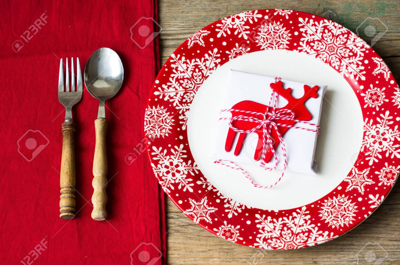 Rustic Christmas Table Setting With Bright Plates And Silverware ...