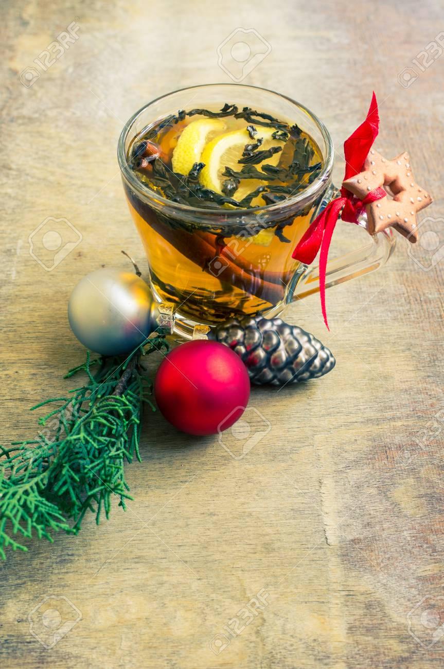 Tazza Di Tè Con Limone E Tempo Di Natale Decorazioni Su Fondo