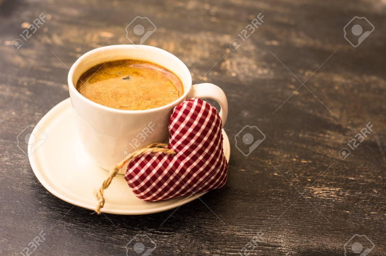 San Valentino Tavolo.Tazza Di Caffe Per San Valentino Sul Tavolo Rustico Scuro