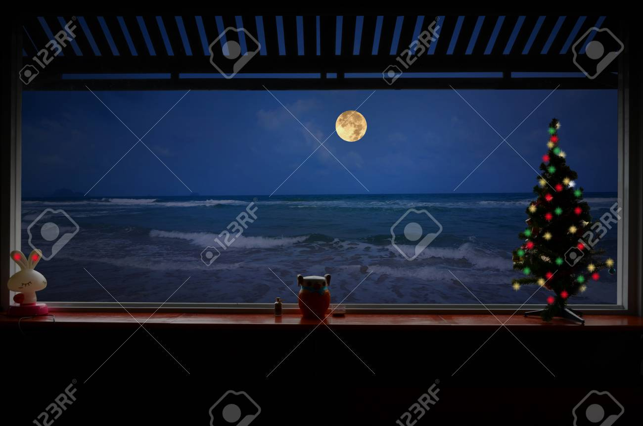 Lonely On Christmas.Lonely Christmas Night Beside The Beach