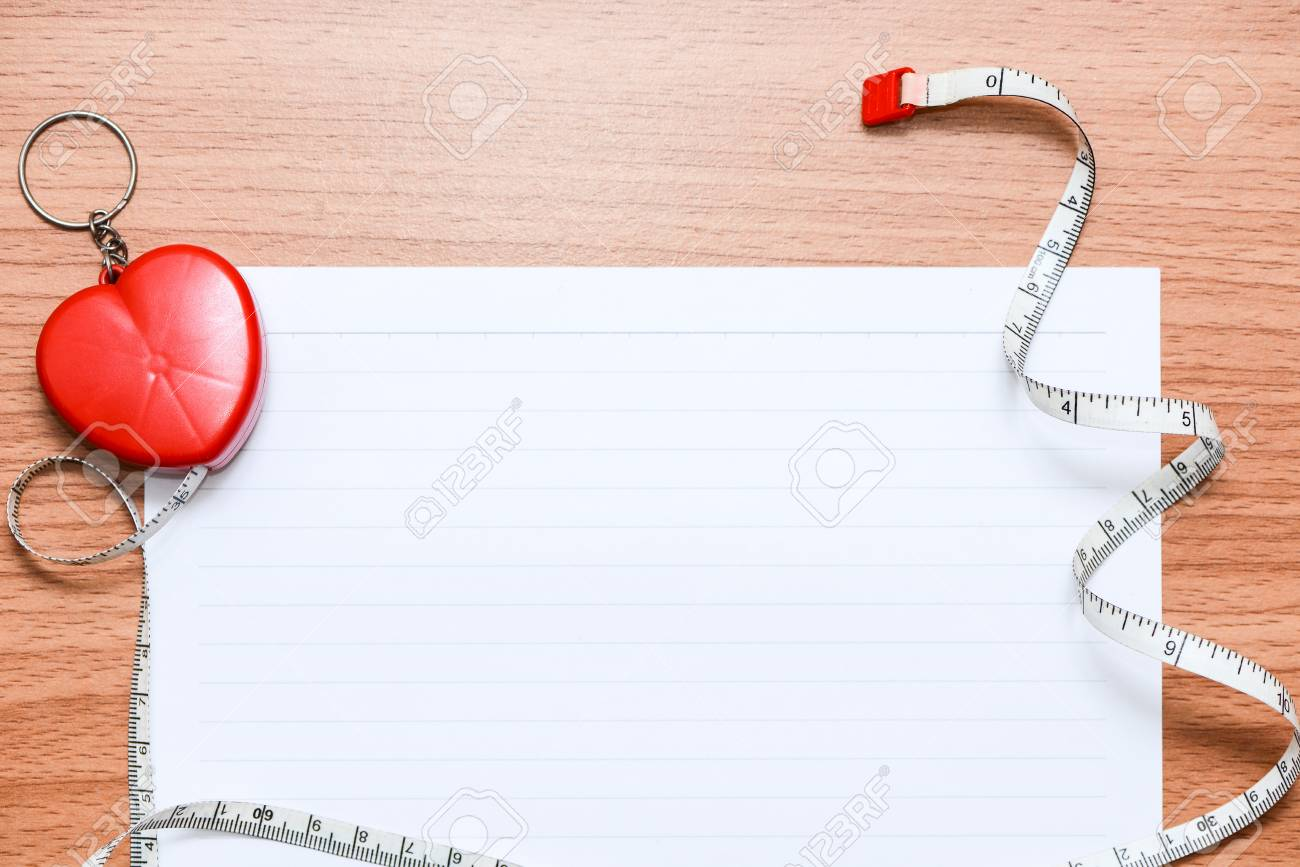 Weiße Linie Papier Mit Sportgeräten Zur Planung Ihrer Gesundheit Auf ...