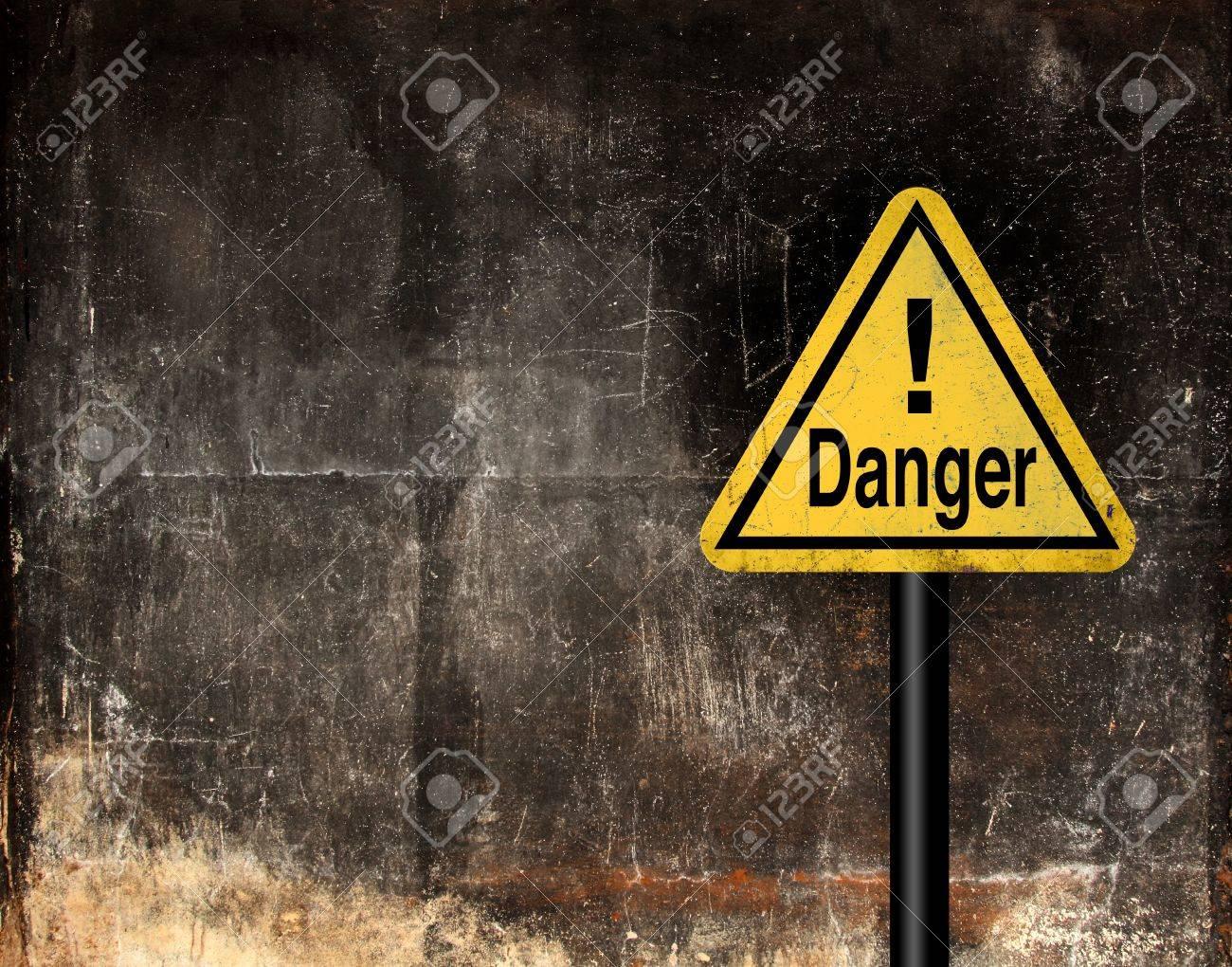 Grunge danger sign Stock Photo - 13766094