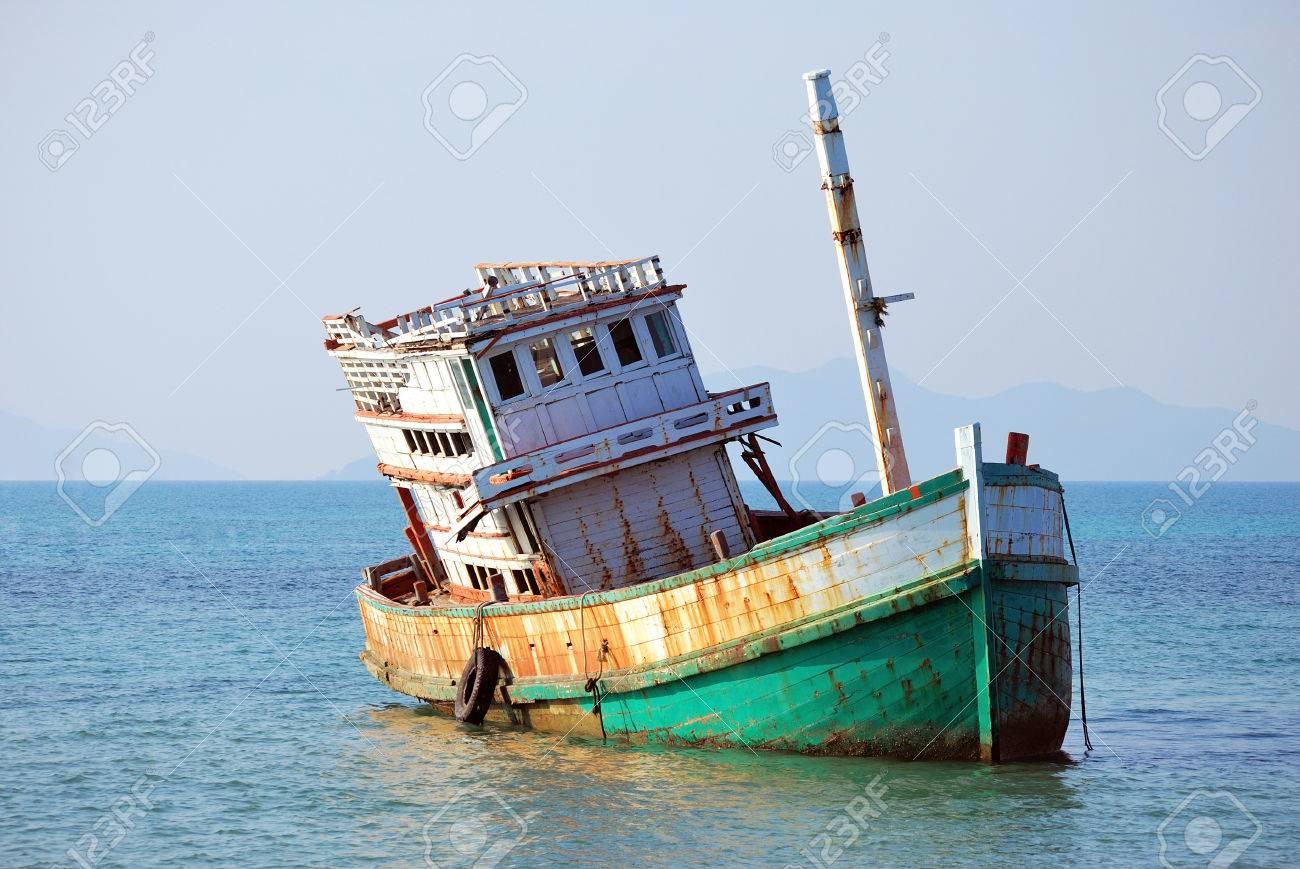 Abandoned Boat at Koh Mak, Trad, Thailand Stock Photo - 22348104