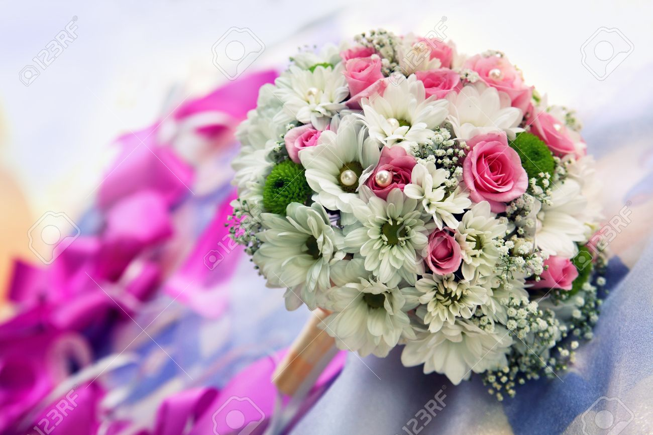 beautiful wedding bouquet from roses and chrysanthemums stock, Beautiful flower