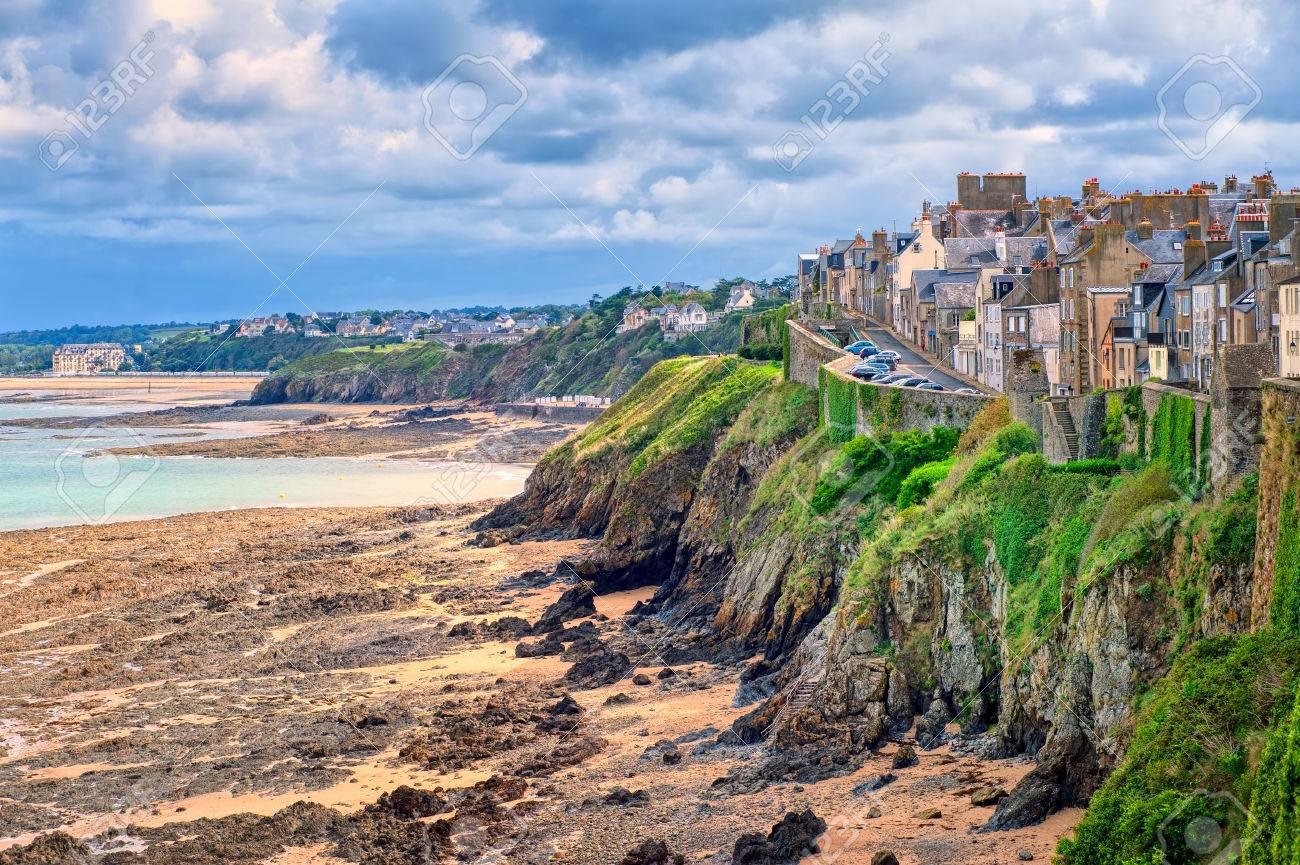 Strand Auf Der Atlantikkuste Von Granville Normandie Frankreich Lizenzfreie Fotos Bilder Und Stock Fotografie Image 48879049
