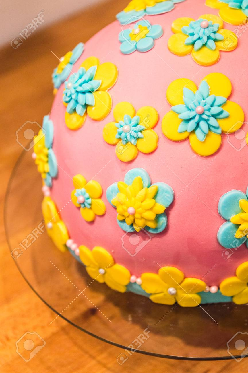 Surprising Homemade Birthday Cake With Flowers Made Of Icing Suger Stock Funny Birthday Cards Online Alyptdamsfinfo