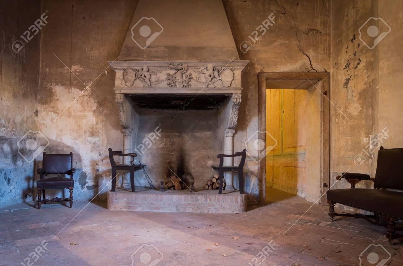Cheminee Ancienne D Un Chateau Italien Banque D Images Et Photos