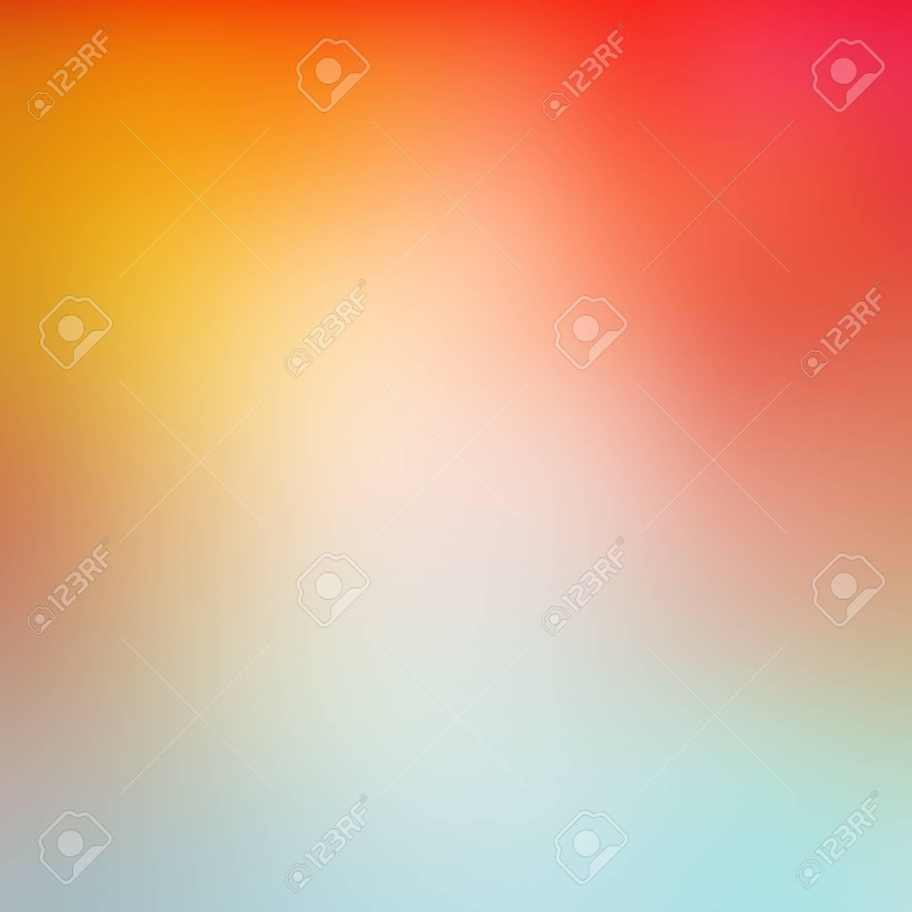 Flou de fond texturé lisse vibrant abstrait, fond de couleur dégradé orange  jaune rouge et bleu coloré