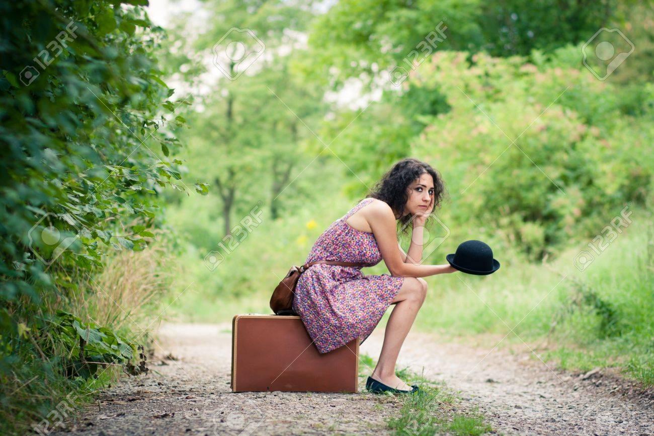 Resultado de imagen para mujer esperando