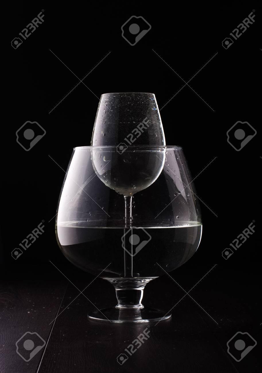 ワイングラスに水倍率物理現象 の写真素材・画像素材 Image 30540384.