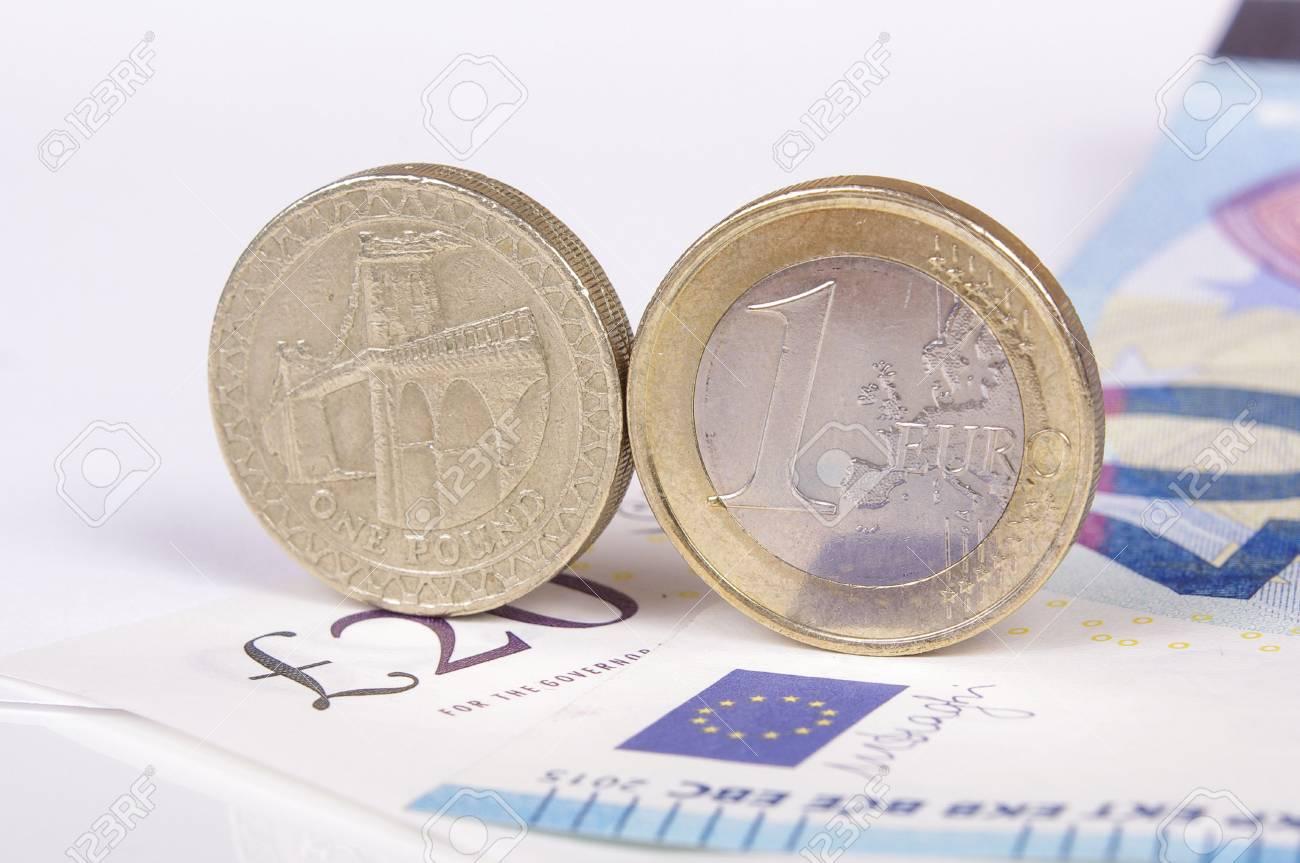 Europäische Union Euro Und Britische Pfund Münzen Nebeneinander
