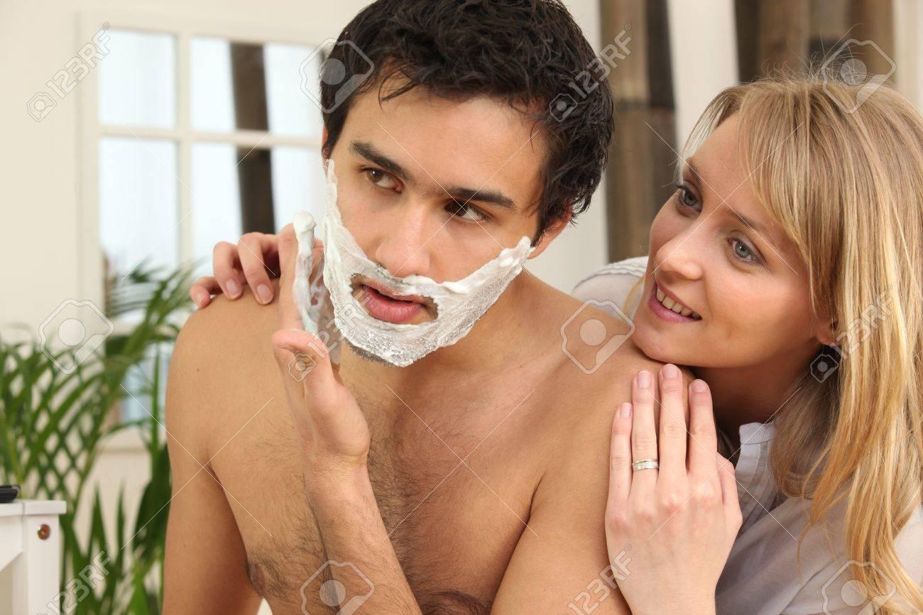 Жена бреется фото