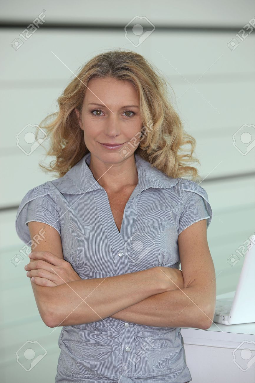 Woman with long blonde hair, arms folded - 10855043