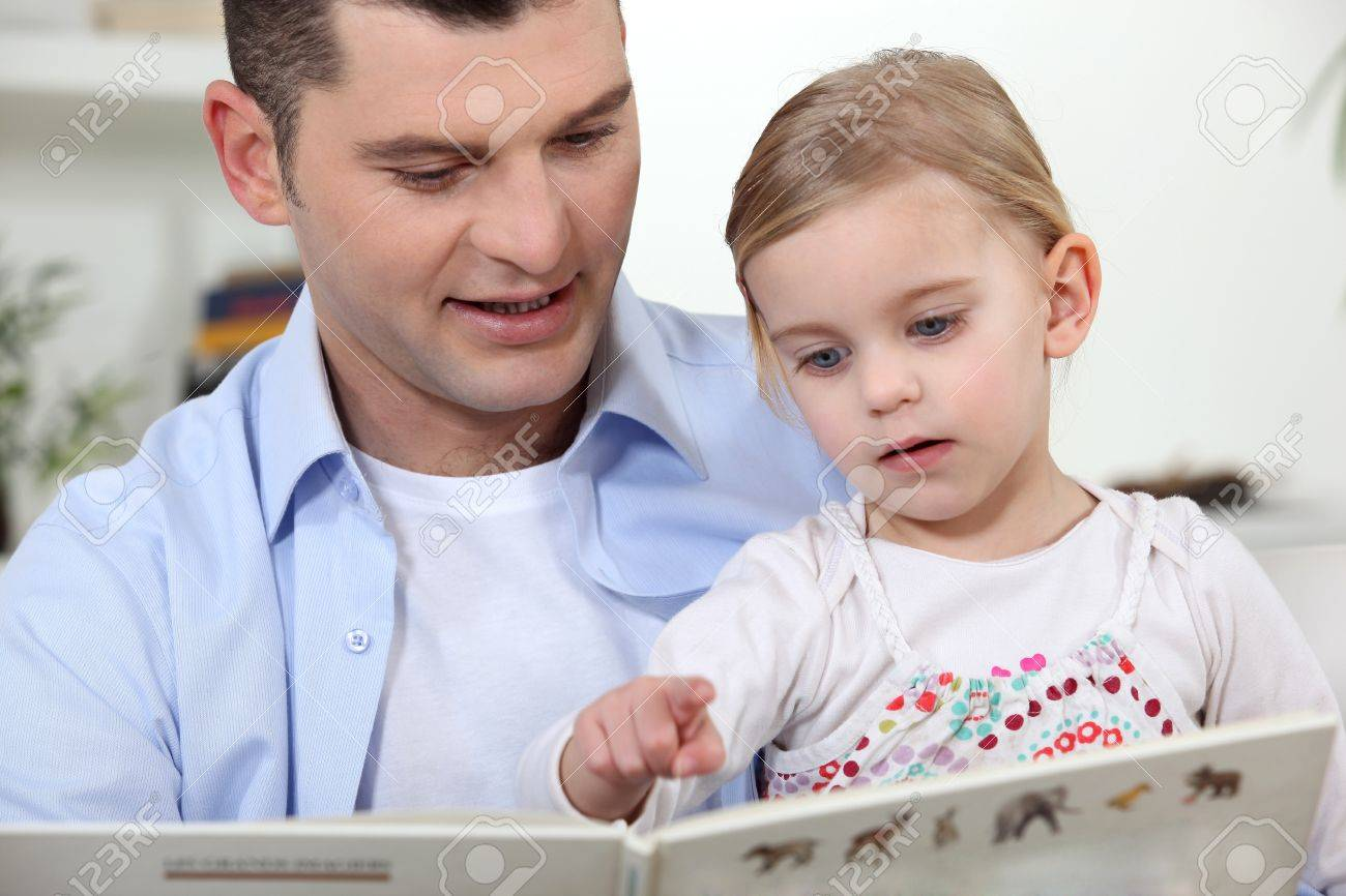 father and his little girl reading a book Stock Photo - 11135097