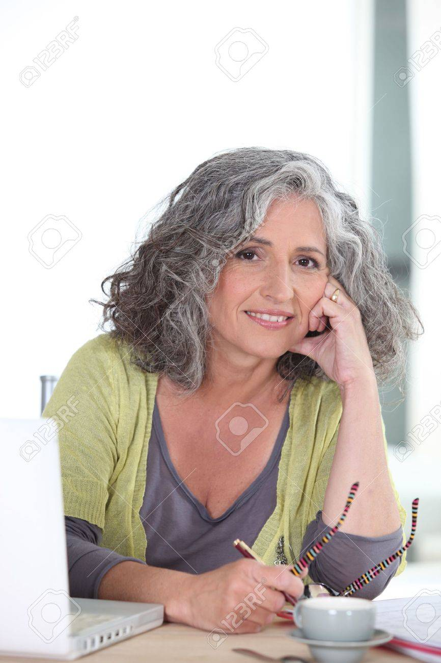 Older woman using a laptop computer Stock Photo - 11302736