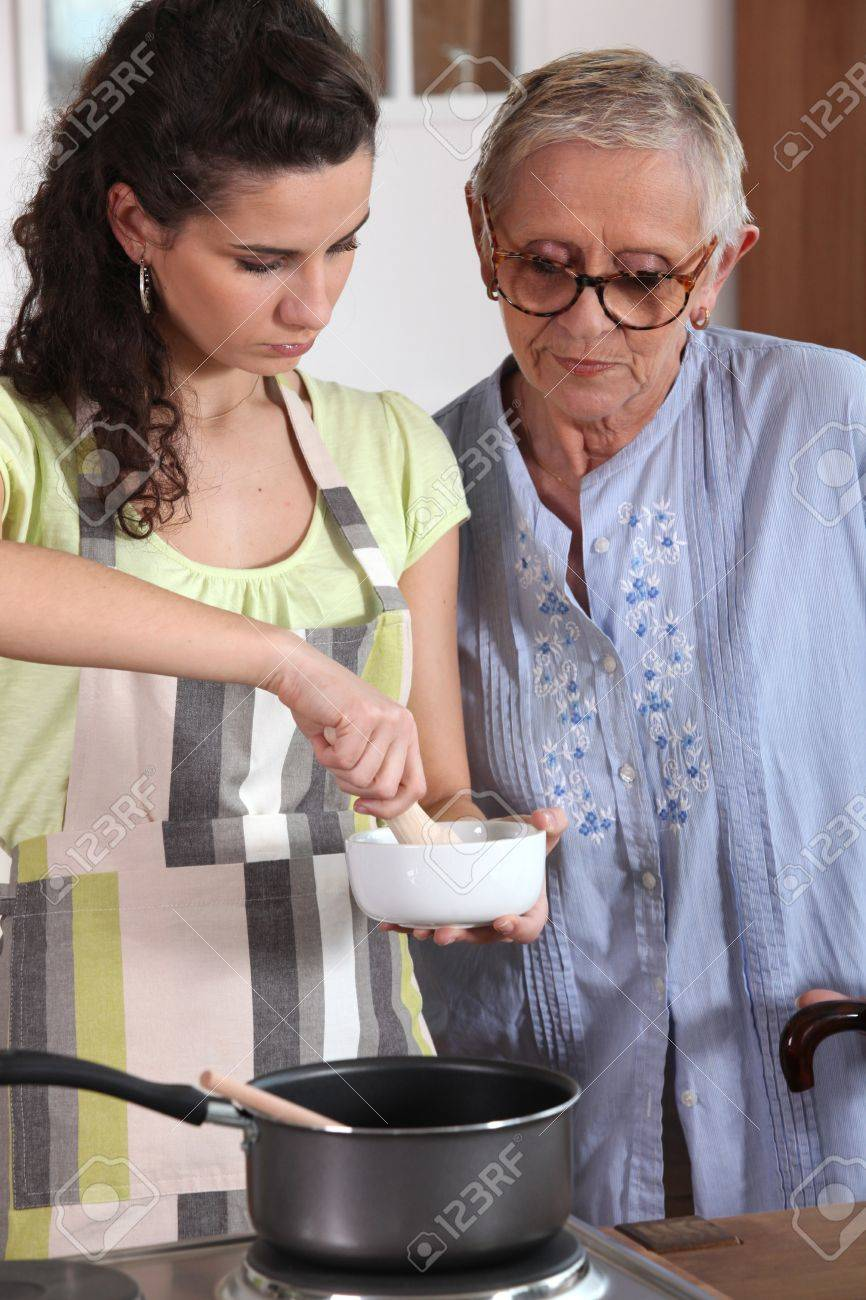 Woman using a pestle and mortar in the kitchen Stock Photo - 11456389
