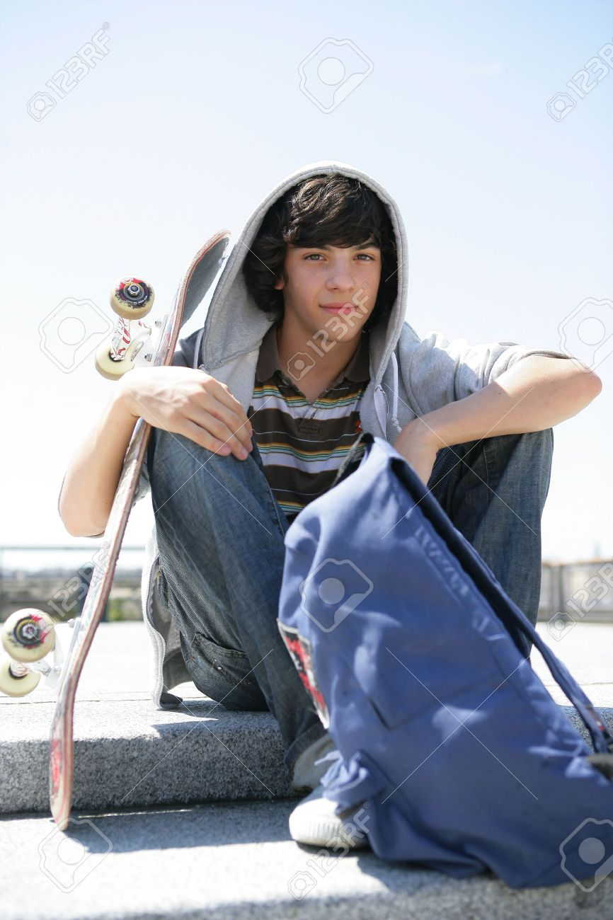 Boy sitting on a step with skateboard Stock Photo - 12218129