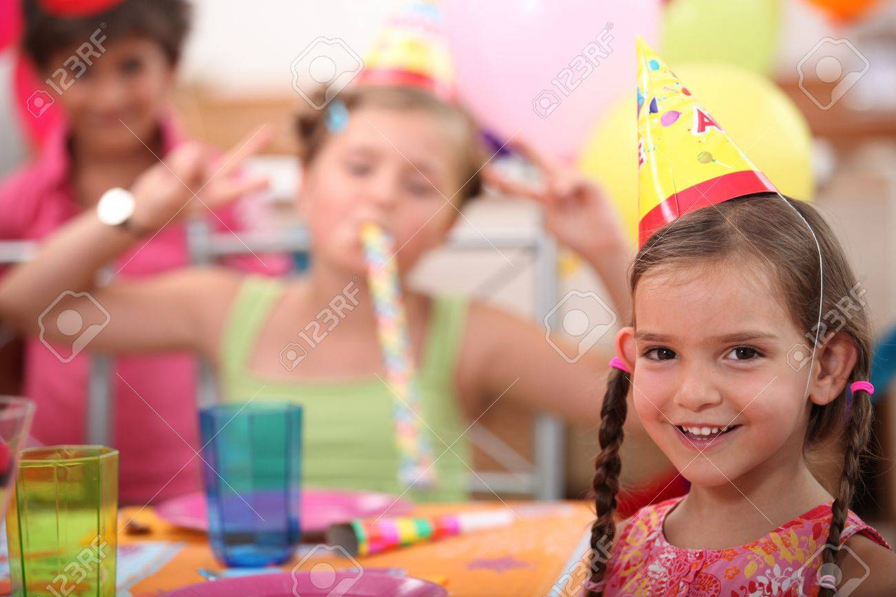 Little girl birthday party Stock Photo - 13962038