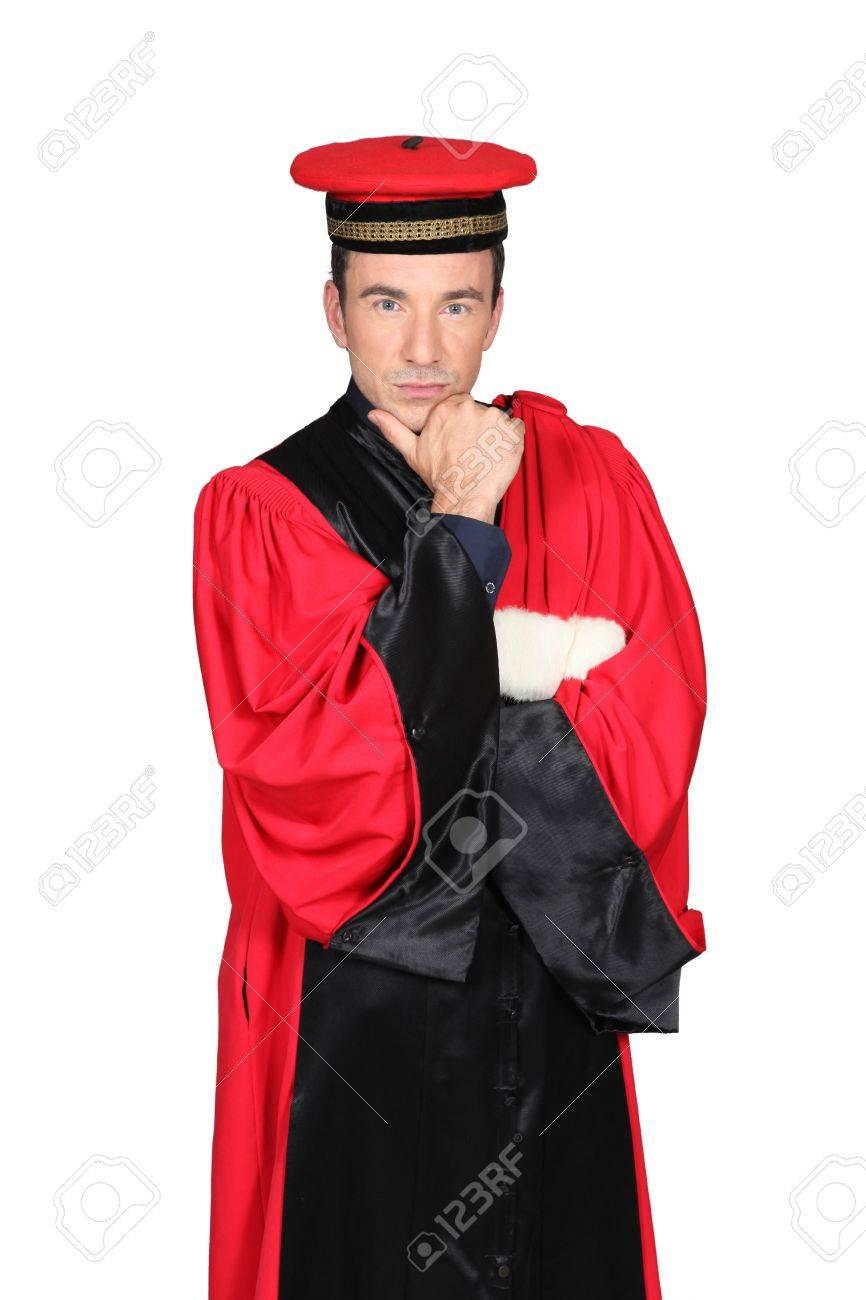 Magistrat en robe rouge