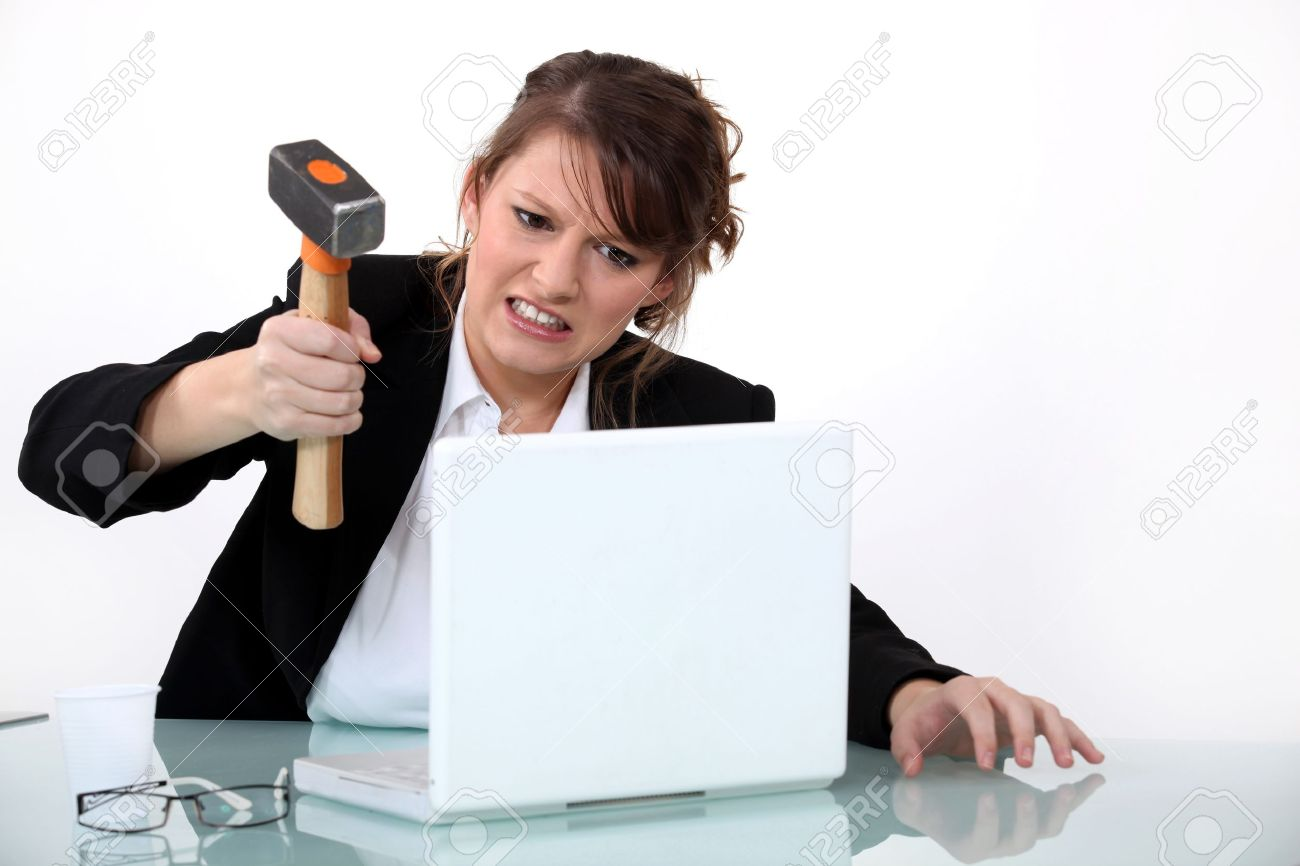 """Vaizdo rezultatas pagal užklausą """"smashing computer"""""""