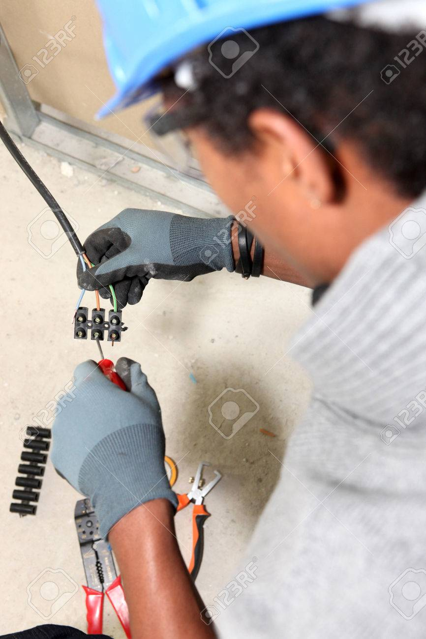 Electrician wiring a 'chocolate block' connector Stock Photo - 22255890