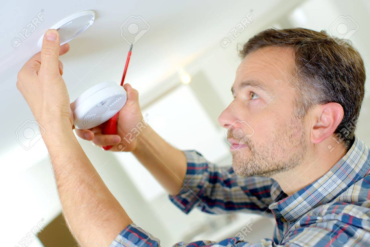 Installation of a smoke alarm Stock Photo - 44943884