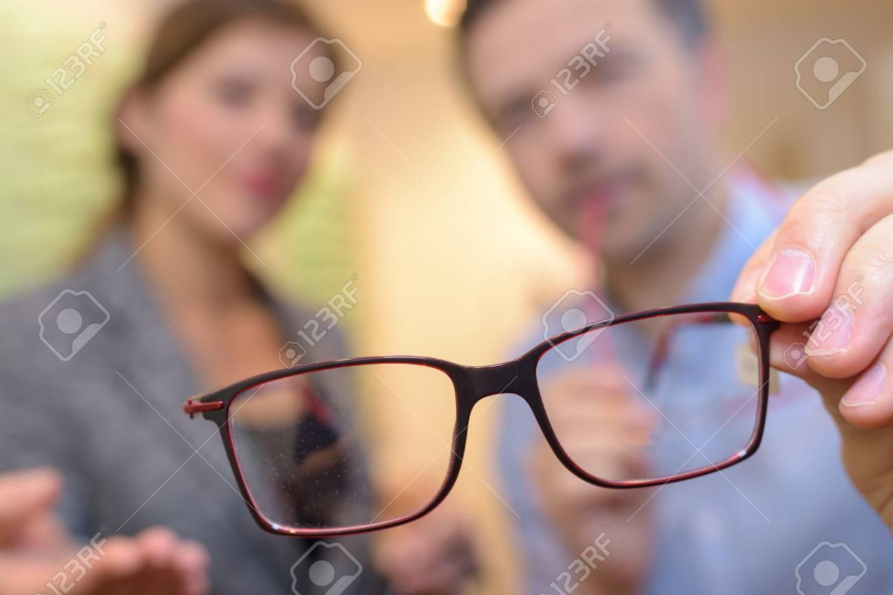 Dünne Draht Gerahmte Brille Schließen Fokus In Den Händen Des ...