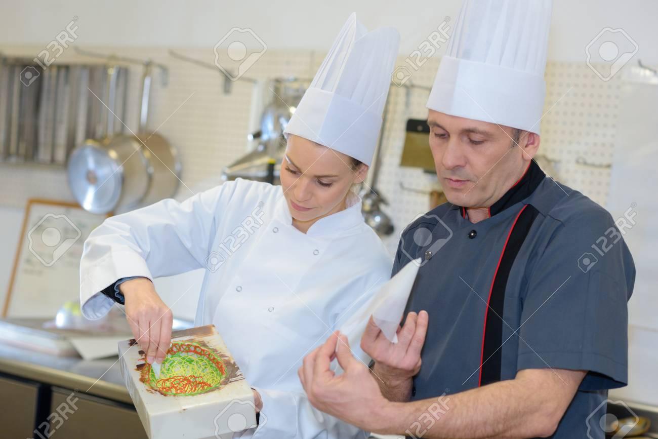 Excepcional Formato De Curriculum Vitae Cocinero Asistente Adorno ...