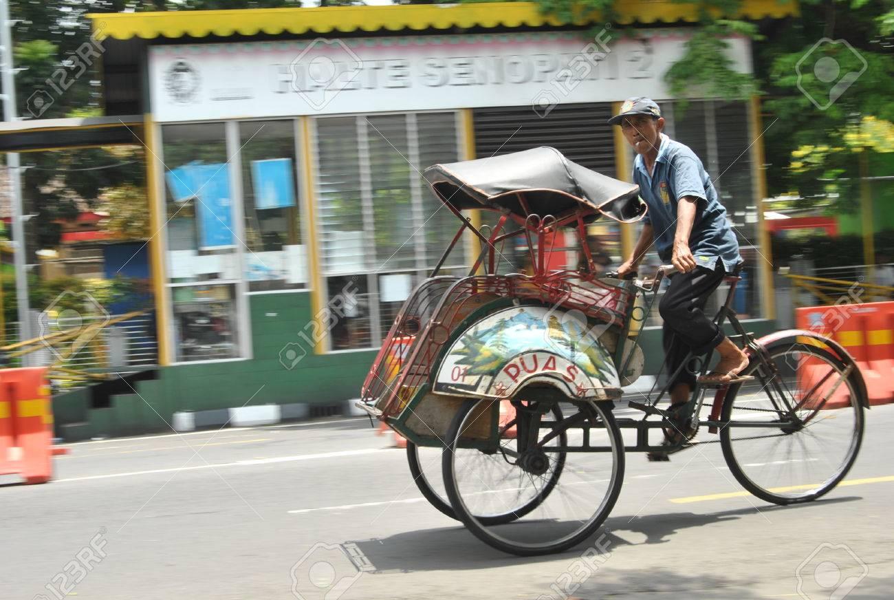 輪タクはジョグ ジャカルタ、ジ...
