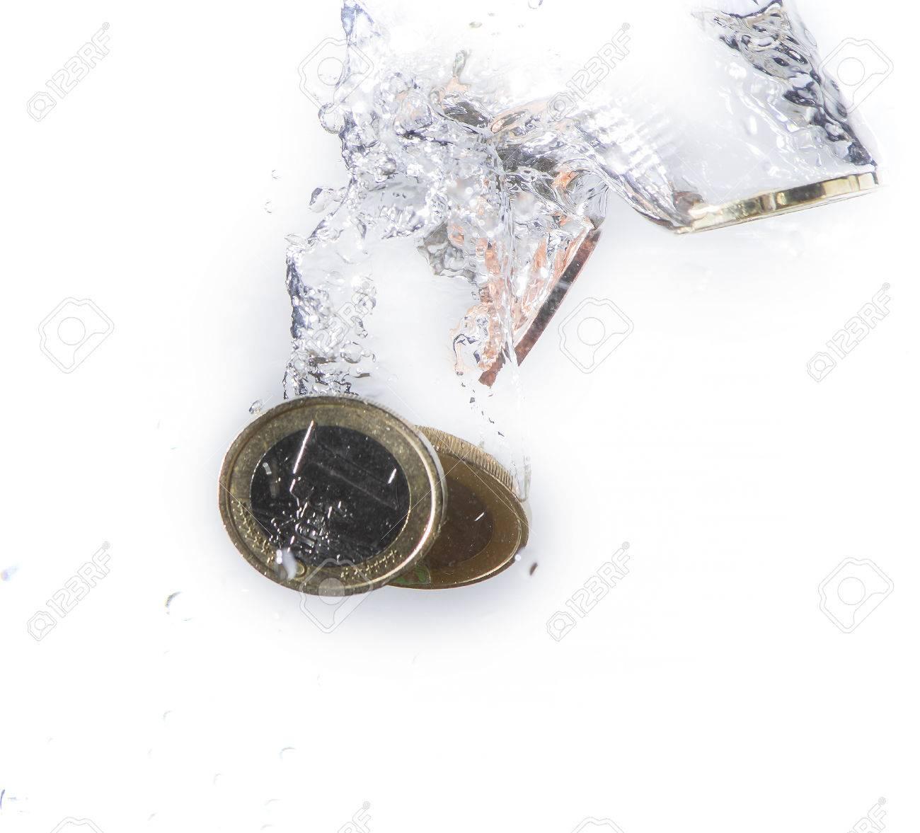Münzen Des Euro Waschbecken Im Wasser Lizenzfreie Fotos Bilder Und
