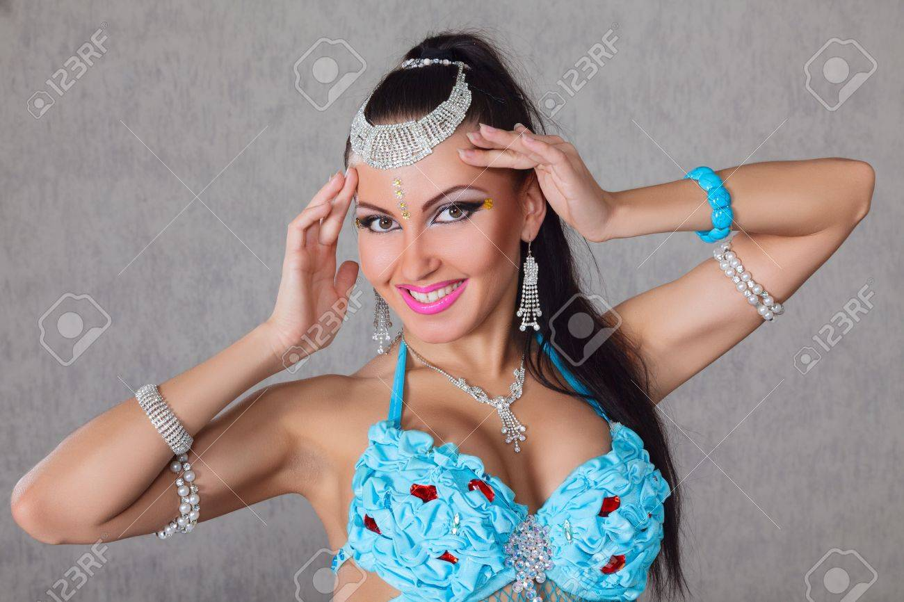 Beautiful exotic belly dancer young attractive woman Stock Photo - 20660171