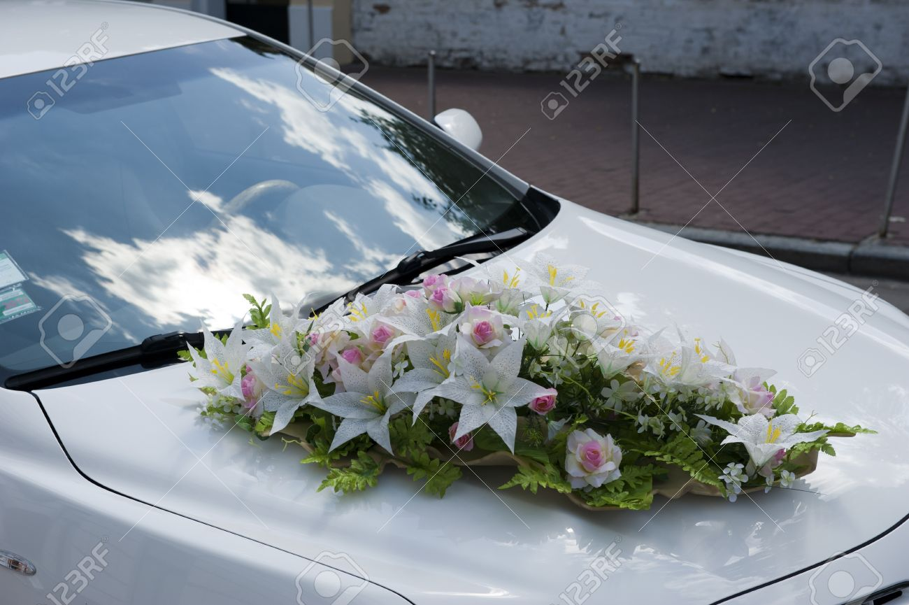 Car, Decorated With A Bouquet Of Flowers For A Wedding Motorcade ...