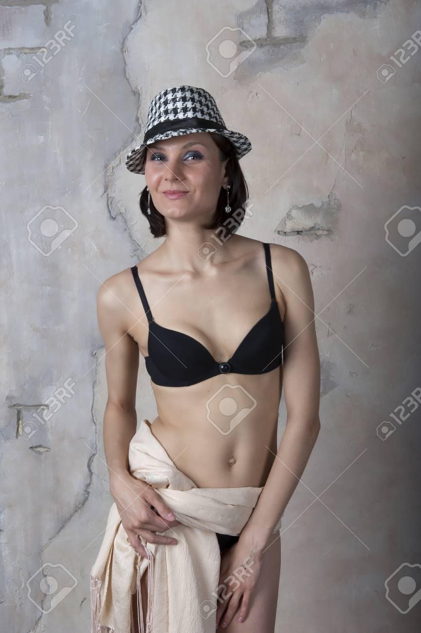 girl pooping outside naked