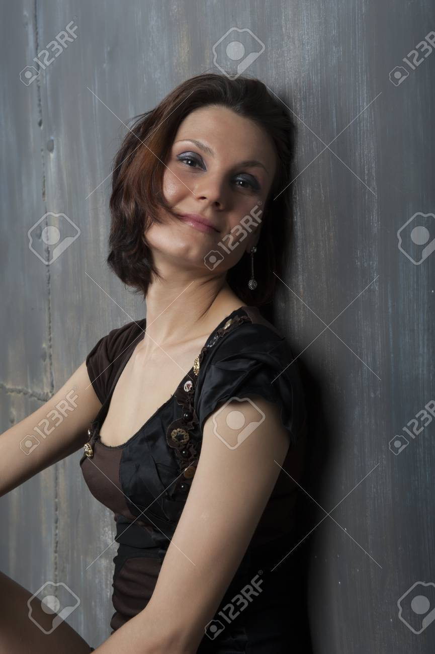Portrait Of A Young Woman With A Cute Short Haircut Foto Royalty