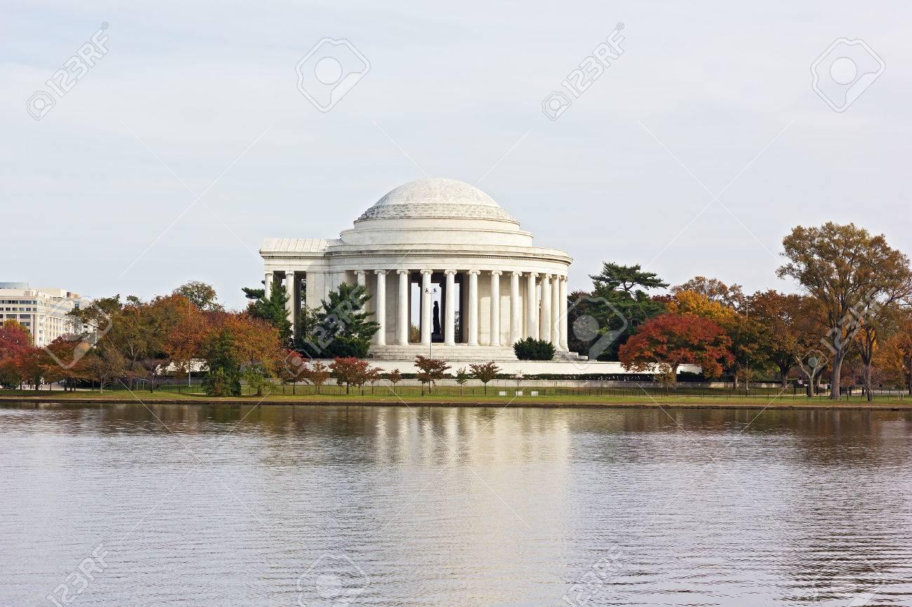 Otoño De Color árboles Alrededor De Thomas Jefferson Memorial Y ...