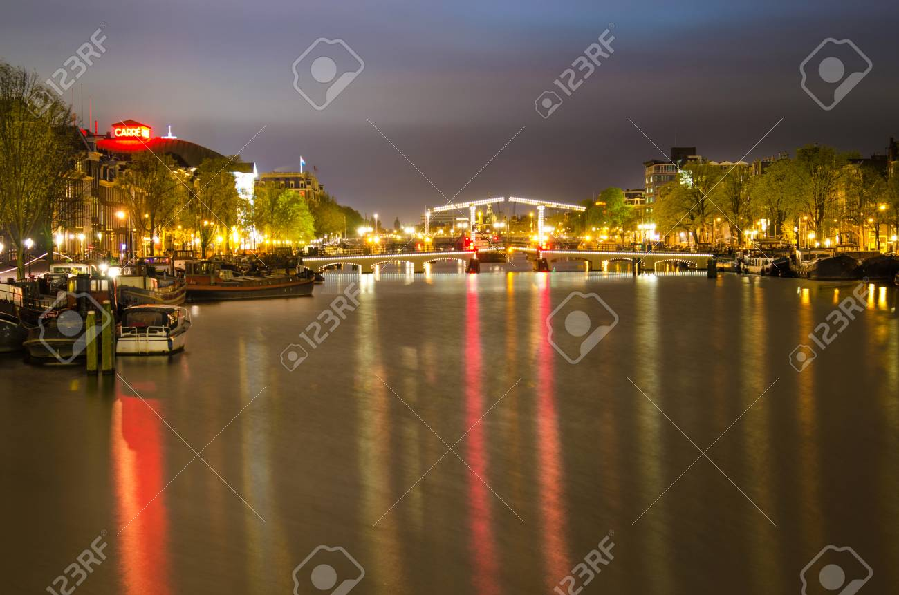 Schöner Abend Landschaft Auf Dem Kanal In Amsterdam, Niederlande ...