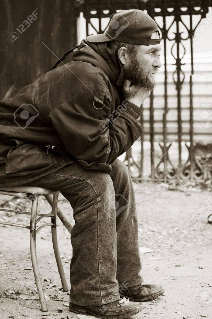 Homeless man on a city street Stock Photo - 10444043