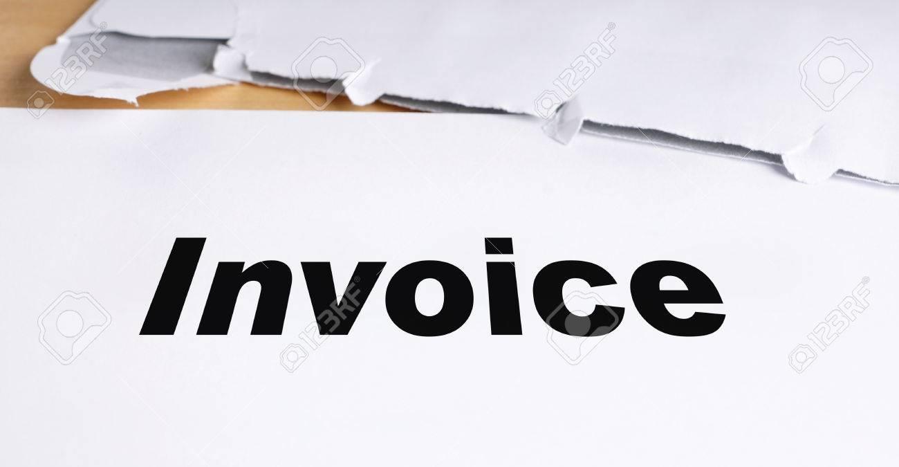 Rechnung Brief Mit Geöffneten Umschlag Auf Dem Schreibtisch