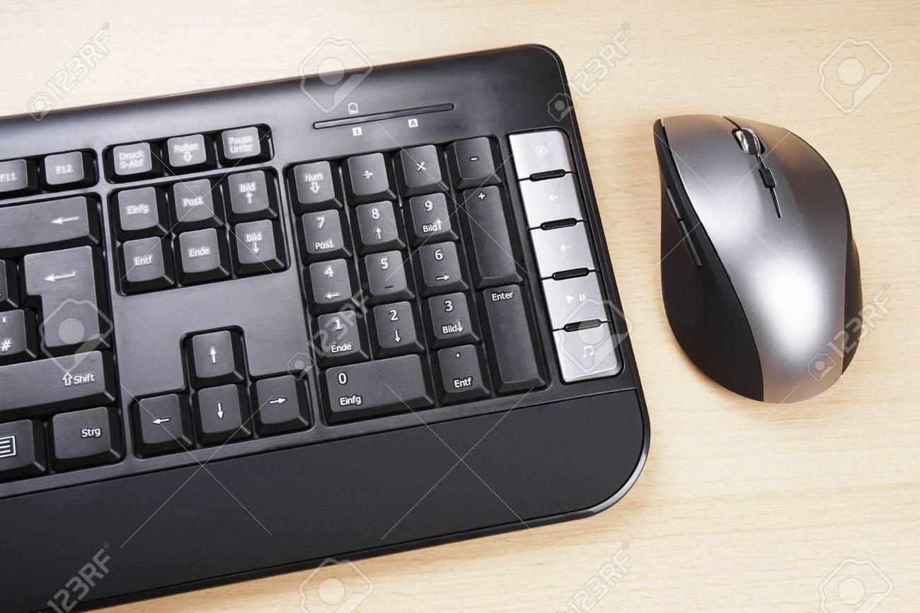 multimedia computer keyboard with german layoutand 5 button mouse