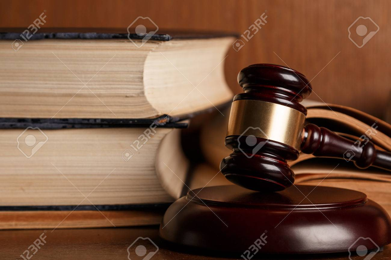 Judge gavel and old books - 40304019