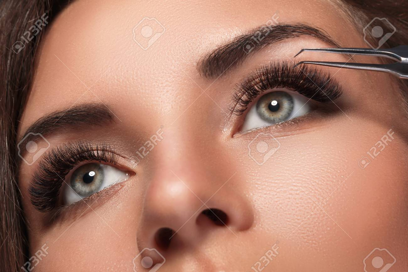 Beautiful woman with eyelash extension for maximum volume - 104366671