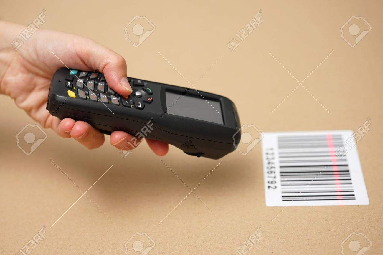 Scanning label on the box with barcode scanner Standard-Bild - 47708084