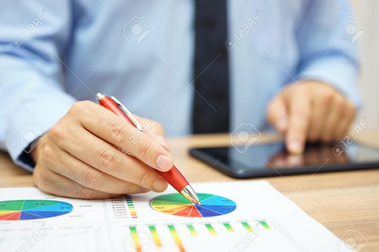 financial worker analyzing business data and working with tablet computer Standard-Bild - 54519429