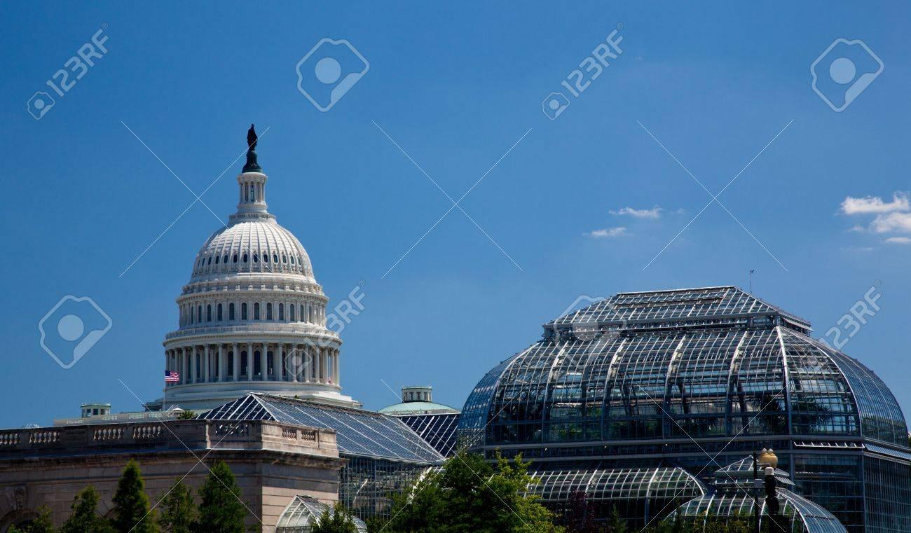 El Edificio Del Capitolio En Washington DC Enmarcado Por El ...