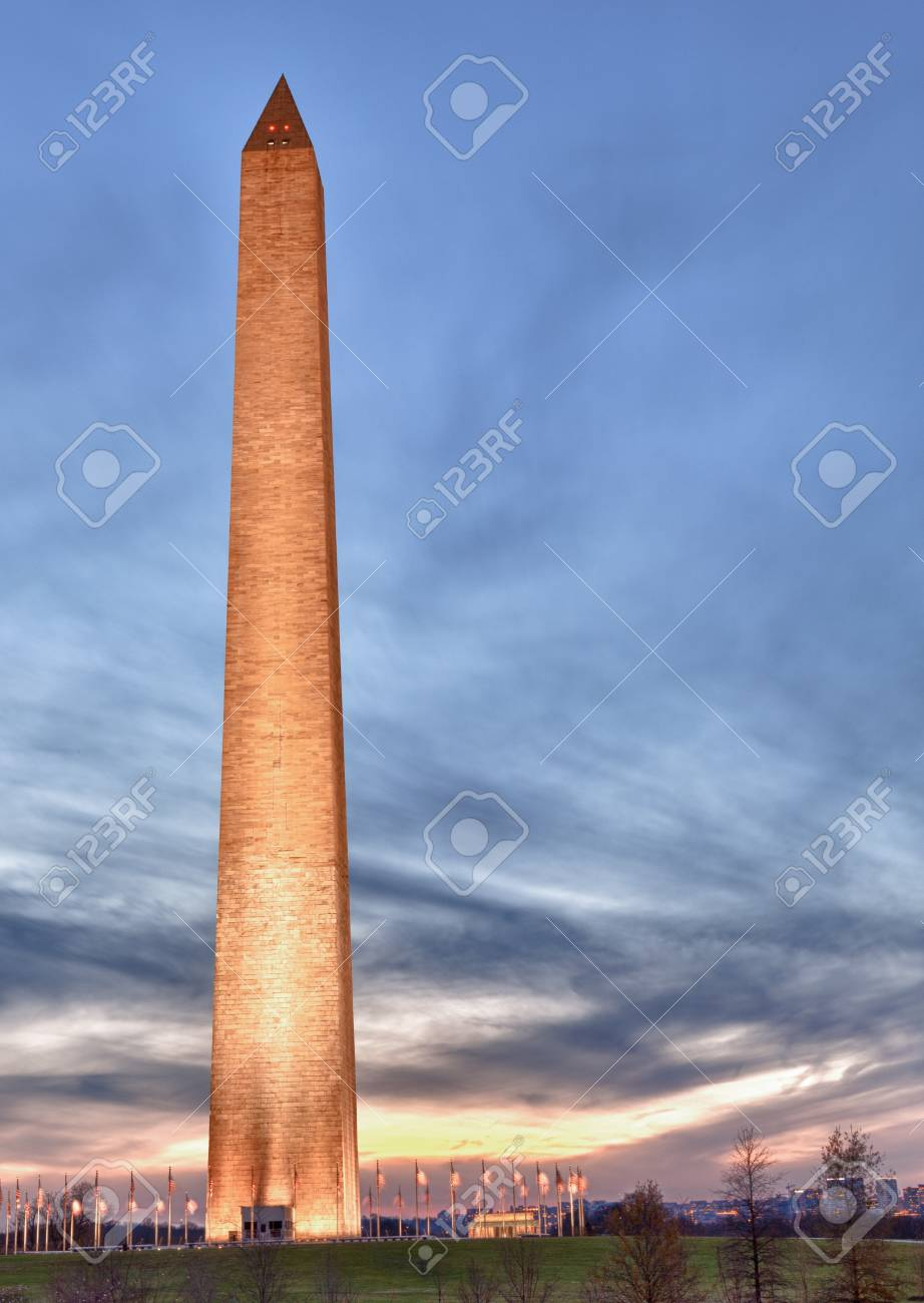 Washington Monument in DC at dusk as the sun is setting and tower is illuminated Stock Photo - 11526381