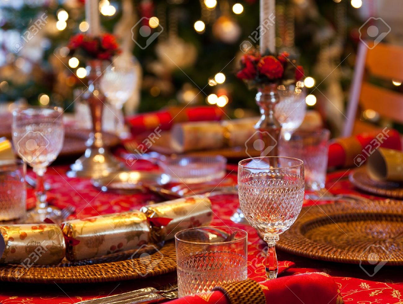 Christmas crackers on table set for Christmas lunch with candles and tree in background Stock Photo & Christmas Crackers On Table Set For Christmas Lunch With Candles ...