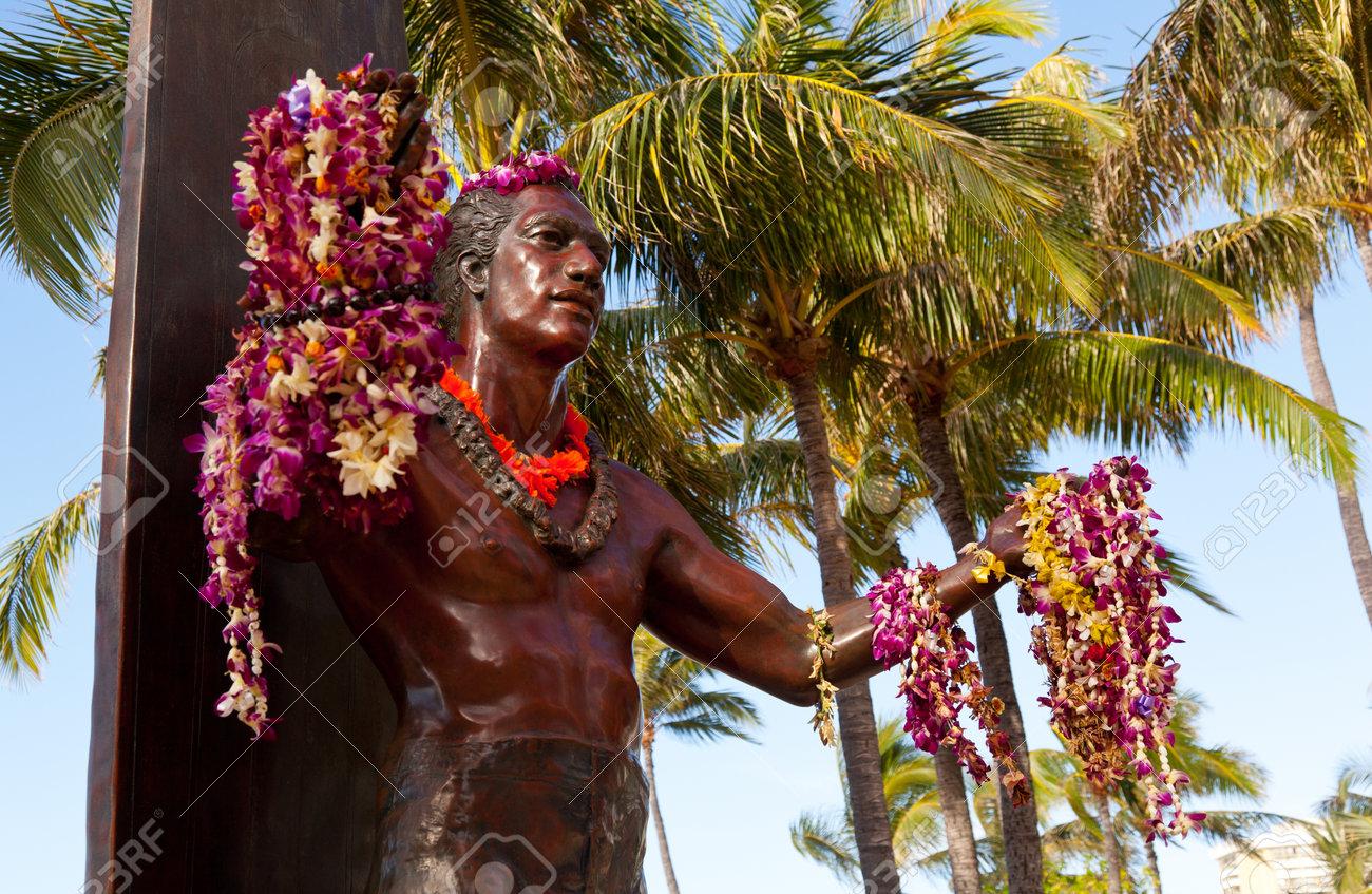 Statue of famous surfer Duke Kahanamoku on Waikiki beach in Hawaii Stock Photo - 12412558