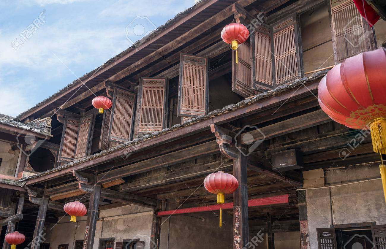 Traditional chinese lanterns decorate Tulou at Unesco heritage site near Xiamen - 115113136