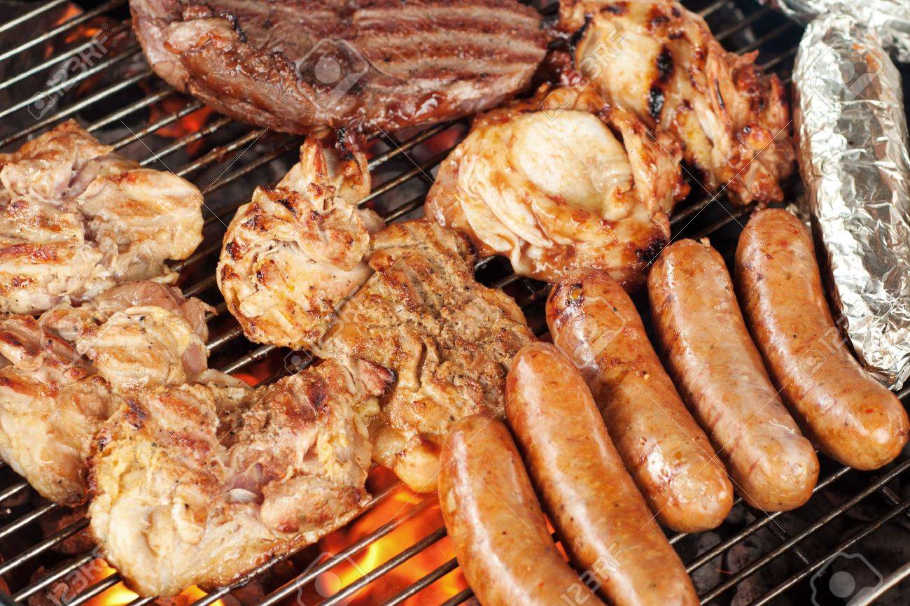 Verschillende Soorten Vlees Zoals Kip Worst Biefstuk En Maïs