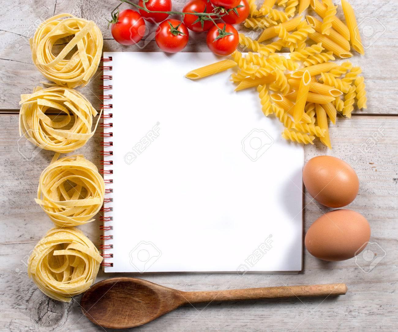 Blank Livre De Cuisine Avec Mis En Place Pour Preparer Une Cuisine Italienne Traditionnelle Ci Dessus Et Fond En Bois